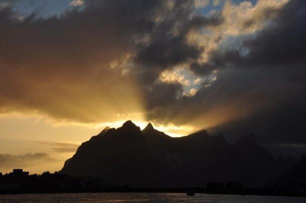 sunset Reine Lofotes